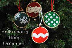 Embroidery Hoop Ornament DIY
