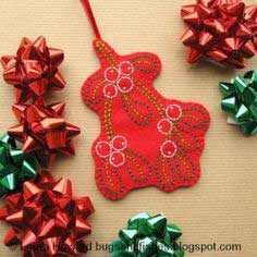 How To: Embroidered Mistletoe Ornament