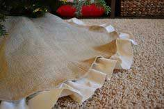 Easy Christmas Decor: DIY Burlap Tree Skirt