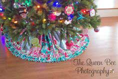 Stripwork Ruffled Christmas Tree Skirt Tutorial
