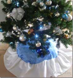 DIY – How to Make a Christmas Tree Skirt