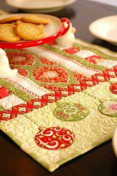 Bouquet Table Runner pattern!