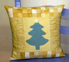 Free Holiday Pillow PDF Tutorial from Maw-Bell Designs