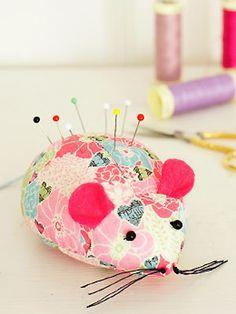 Sew a mouse pincushion: free sewing pattern