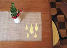 DIY WEDNESDAYS: NO-SEW HOLIDAY TABLE RUNNER