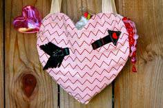 HOW TO SEW A HEART TOTE (WITH FREE PATTERN!)