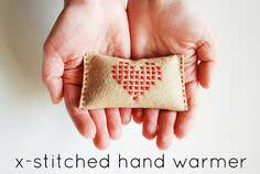 PROJECT: LITTLE-HOUSE-INSPIRED HAND WARMER