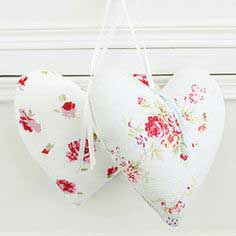 Sew decorative fabric hearts: free sewing pattern