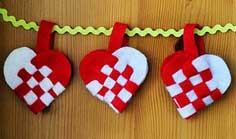 Weaving Danish Heart Baskets for Jul