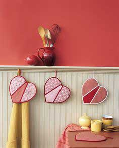 HEART SHAPED POTHOLDERS FROM MARTHA STEWART'S ENCYCLOPEDIA OF SEWING & FABRIC CRAFTS